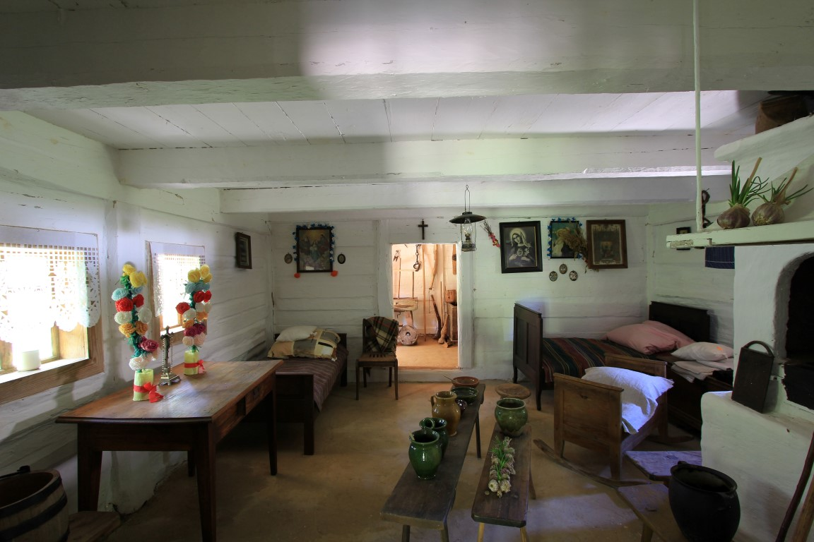 Cottage from Chrobrze  - inside view