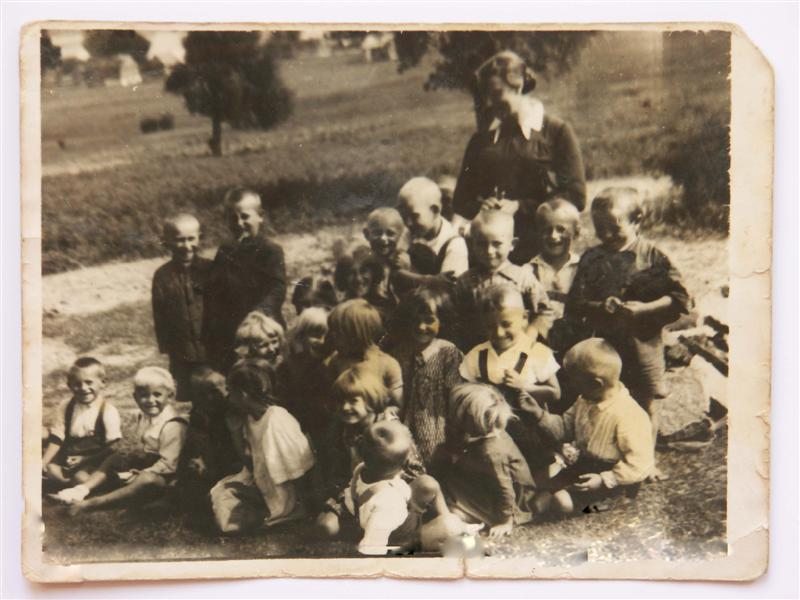 Children from Michniów with a protectress, just before pacification